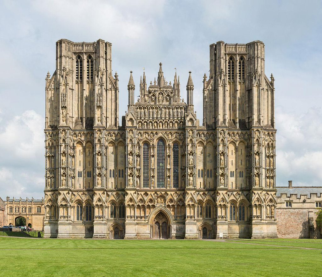 RT @EuropesHistory: Wells Cathedral was…