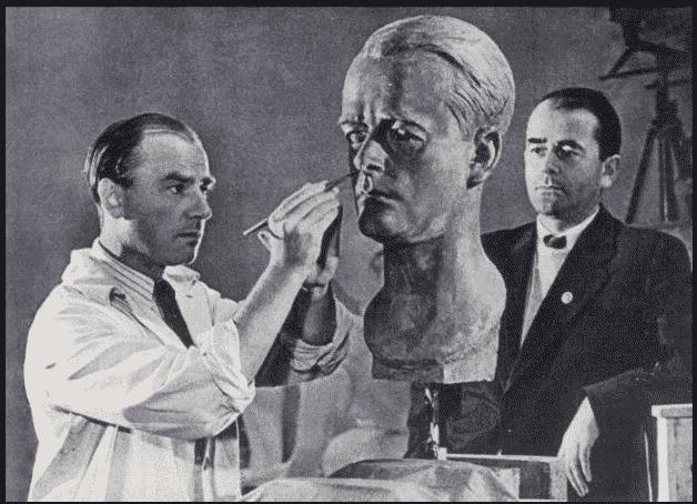 Albert Speer posing for Arno…