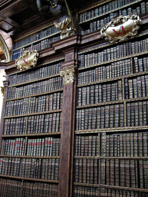RT @Libroantiguo: The old library…