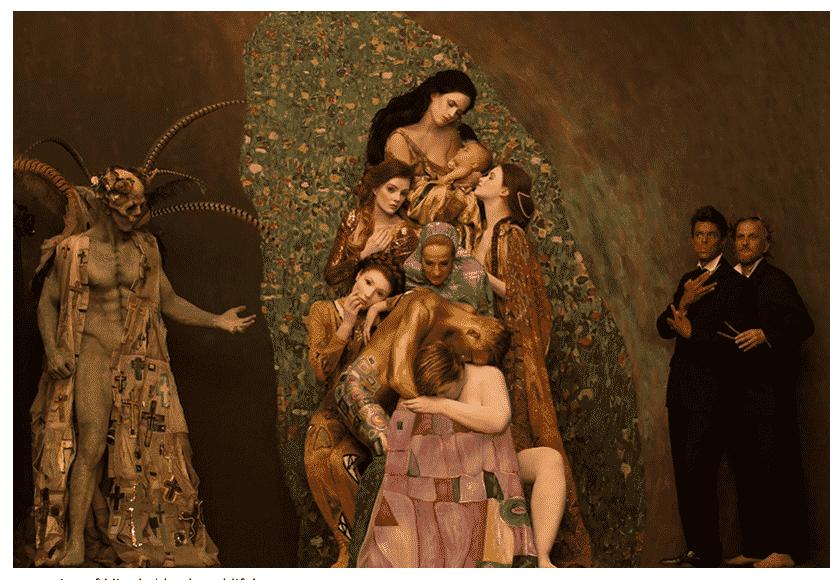 Klimt as tableau vivant  https://t.co/IJsDrRPLCm…