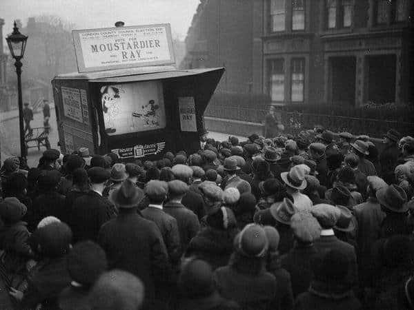 RT @VeryOldPics: 1931- Londoners flock…