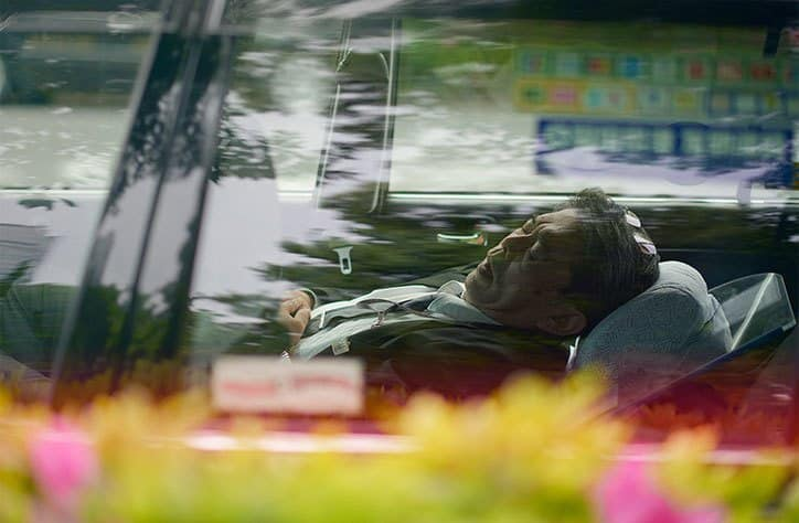 RT @itsnicethat: Taxi drivers sleeping,…
