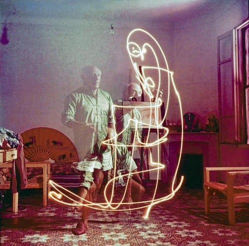RT @historyinmoment: Pablo Picasso does…