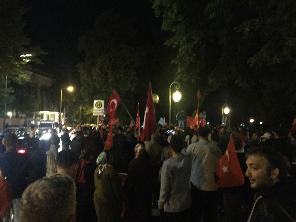 RT @JeremyCliffe: Street outside Turkish…