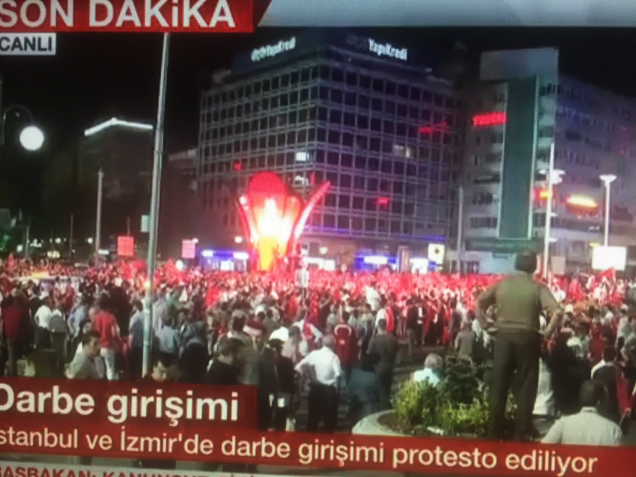 RT @Ziya_Meral: Huge crowds gathering…