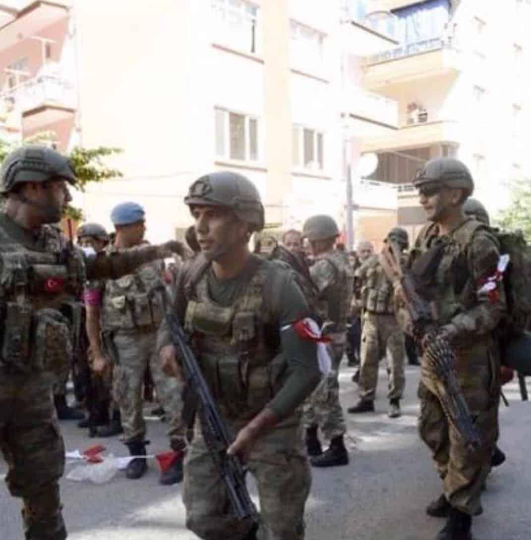 RT @ceylanozbudak: Anti-coup soldiers wear…