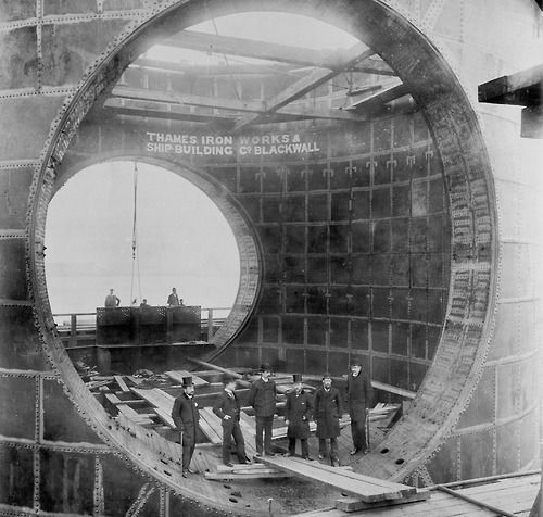 RT @RetroPhotoPics: Construction of the…