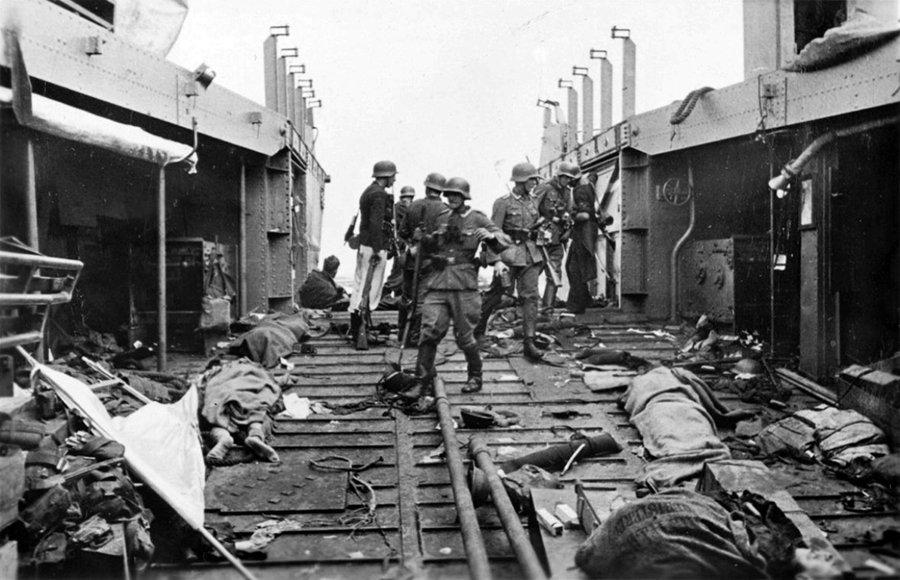 RT @WWIIpix: German soldiers inspect…