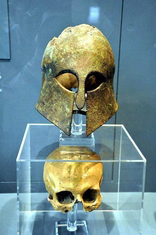 RT @HistoryInPix: Corinthian helmet from…