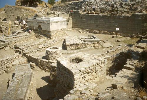 RT @HistoryHit: 1184 BC: The…
