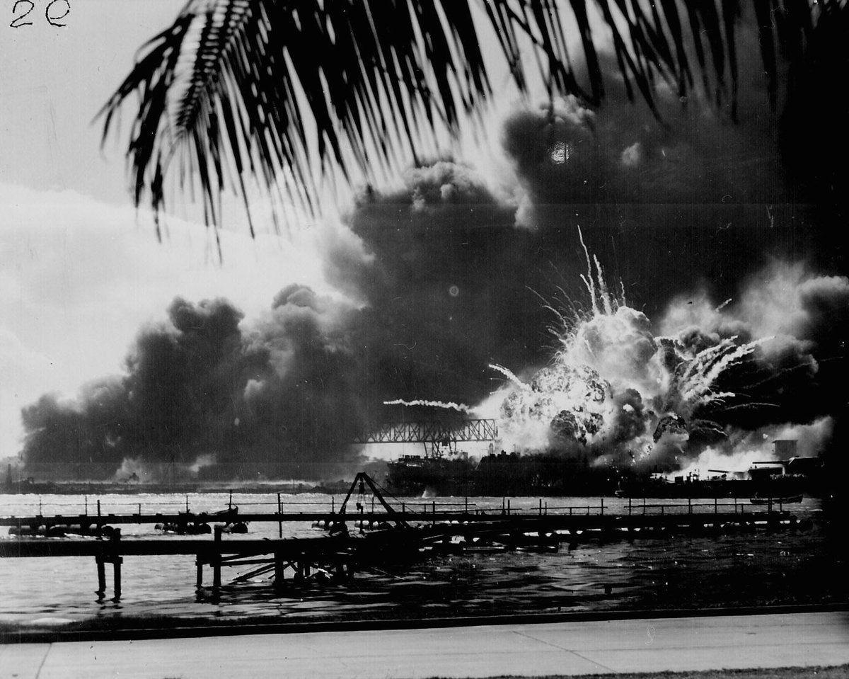 RT @HistoryInPix: USS SHAW exploding…