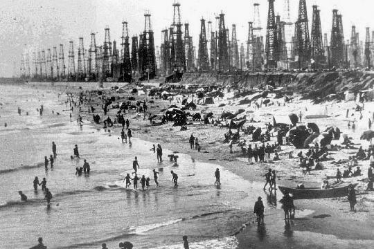 RT @historylvrsclub: Huntington Beach (Surf…