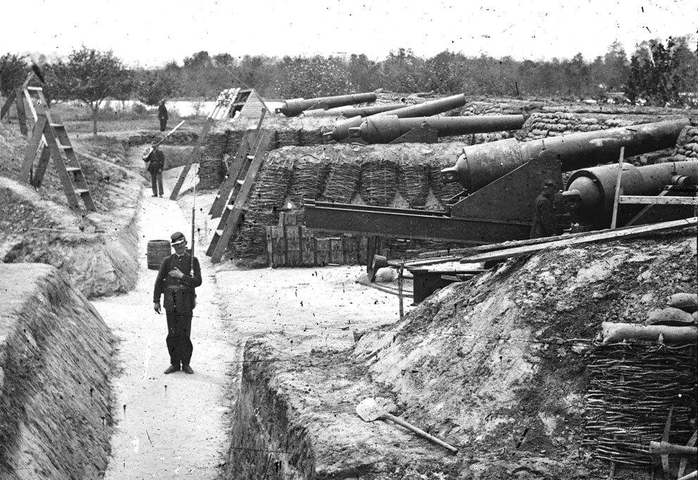 RT @historylvrsclub: Fortifications at Yorktown,…