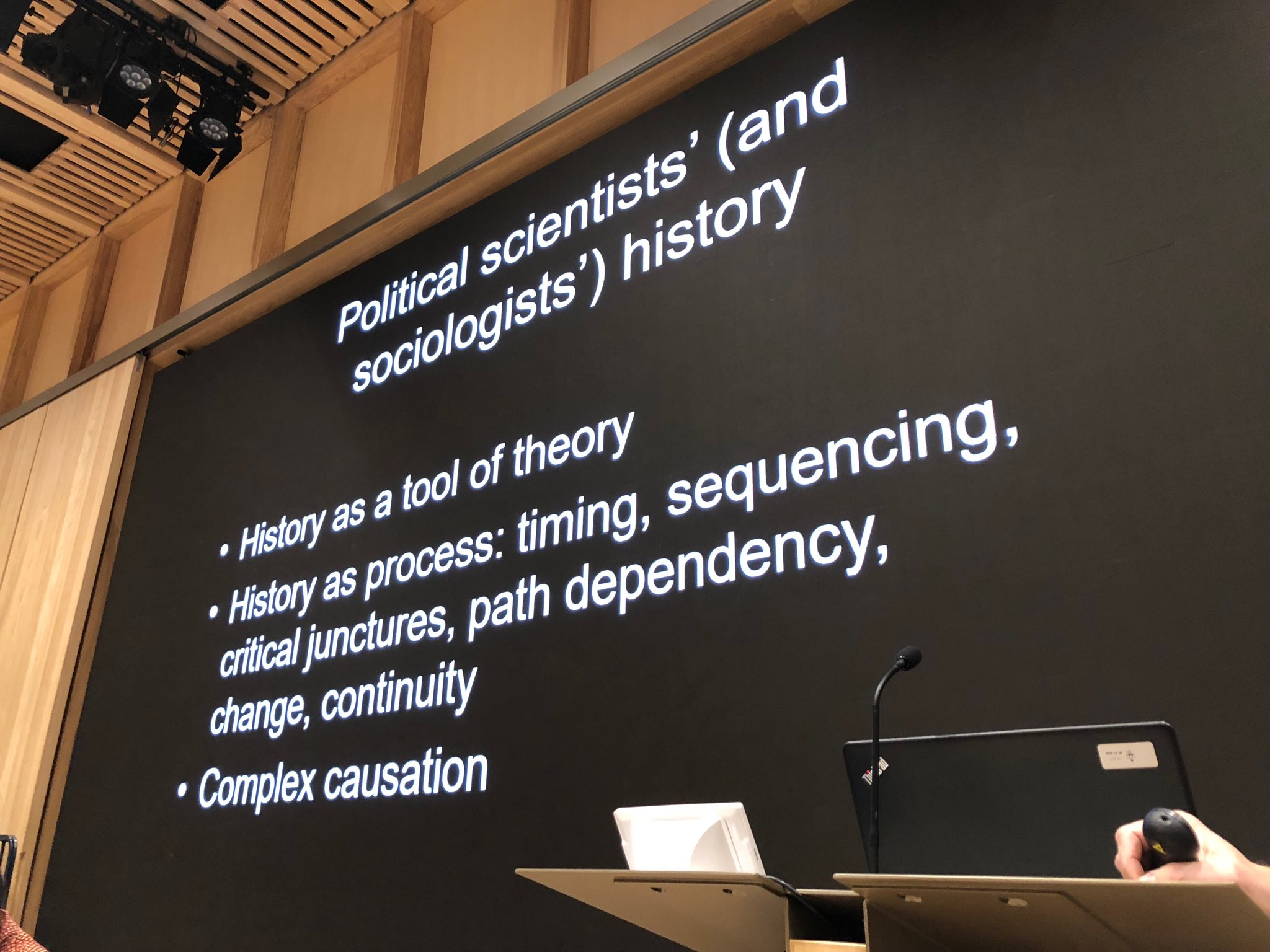 Great slide by @SKalyvas on…