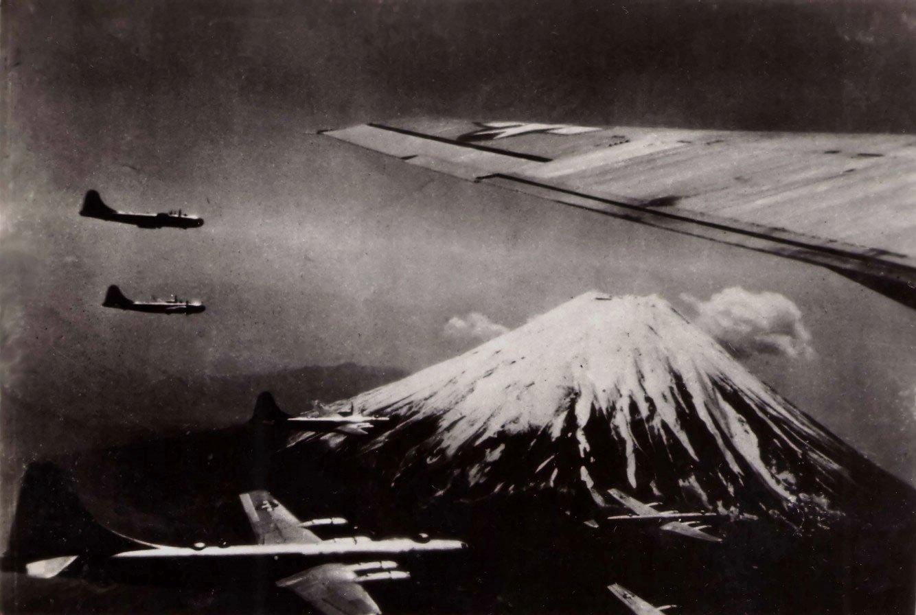 RT @historylvrsclub: B-29 Superfortress bombers…