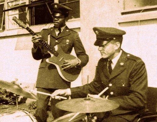 RT @WeirdHistoryPic: Jimi Hendrix playing…