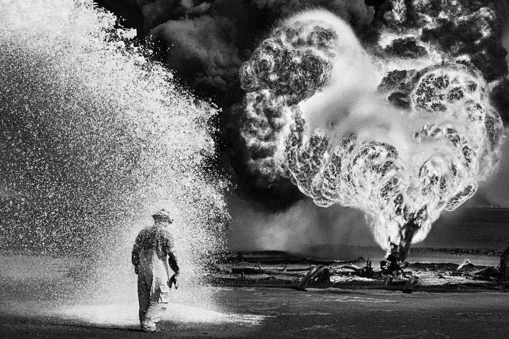 RT @historylvrsclub: Oil well firefighter…