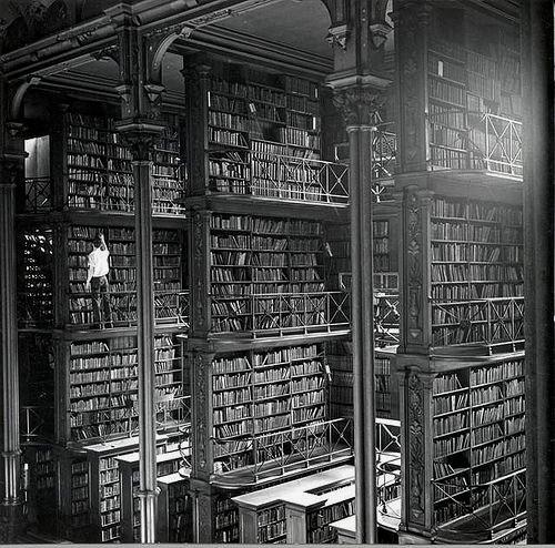 RT @historylvrsclub: The Public Library…