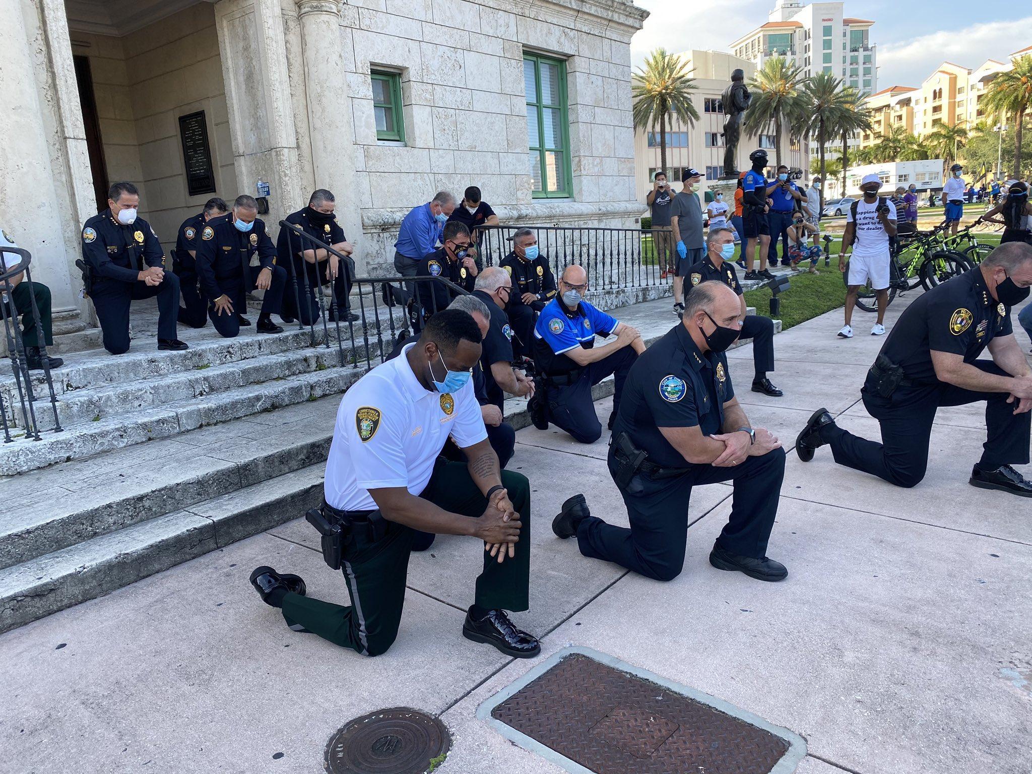 RT @tomakeupwityou: police take a…