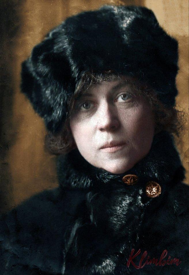 Alexandra Kollontai, 1922 https://t.co/XOA1hlMqFU https://t.co/sz8BUtnDmy